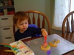 Toddlerdecoratingcookies