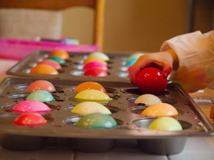 Muffin tin as #Easter egg dye container. #parenthacks Photo credit: Lakeline